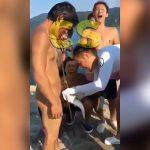 チ●コを魚に噛みつかれてしまった男の映像。