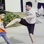 子供の蹴ったボールに当たった男が子供にヤクザキックをぶちかます映像。
