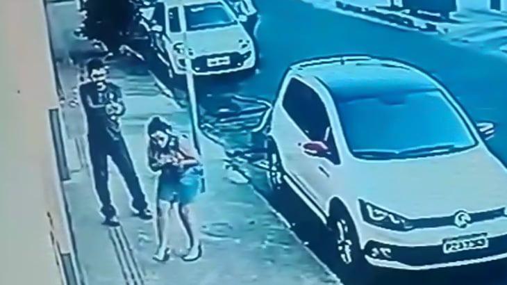 不倫した妻を撃ち殺したあと、自分の頭も撃ち抜いて自殺する男の映像。