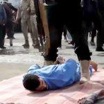 子供をレイプした男が公開銃殺刑で撃ち殺される映像。