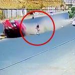 操縦不能となった車を間一髪避けることができた女性の映像。