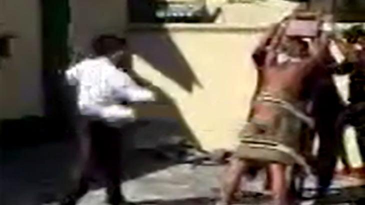 【閲覧注意】鞭打ちの刑によりお尻が徐々にズタズタになっていく映像。