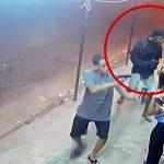 強盗中の男が心臓発作で死んでしまう映像。