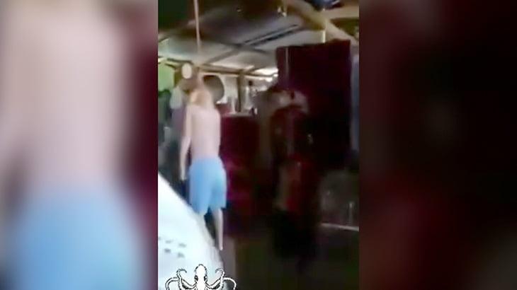 【閲覧注意】小さな子供まで首吊りで殺された一家心中の現場映像。