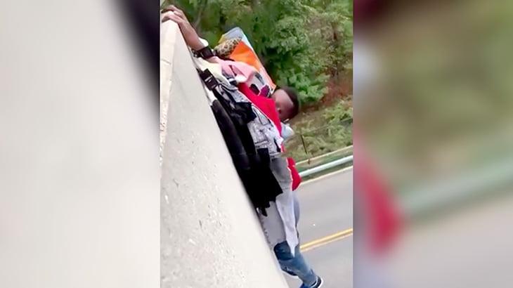 服を盗んだ男が4階から落下してそのまま逃げる映像。