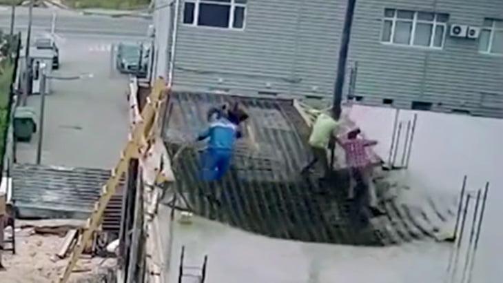 建設現場の2階部分にコンクリ流し込んだら崩壊しちゃった映像。