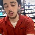 めちゃくちゃ眠そうな男性店員を撮影した映像。