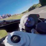 マン島TTレースの観客視点・レーサー視点+事故映像。