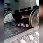 【閲覧注意】電車に両脚を切断されて苦しむ男の映像。