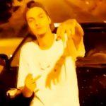 ラッパーの男性が銃で撃たれてしまう瞬間の映像。