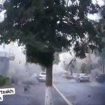 砲撃を受ける街の様子を撮影した定点カメラ映像。