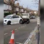 レッカー車が路駐してる車にガンガンぶつかって去っていく映像。