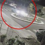 飲酒運転の車が縁石に乗り上げて吹っ飛んでいく事故映像。