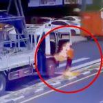 トラックから降りた瞬間、感電してしまう男性の映像。