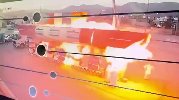 ガソリンスタンドが爆発する瞬間を撮影した映像。