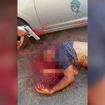 【閲覧注意】銃で頭を何発も撃たれて殺された男の映像。