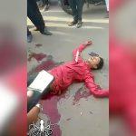 【閲覧注意】昼間から路上で殺されてしまう男性の映像。