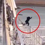 哀愁漂う女性が橋の上から飛び降りて自殺する映像。