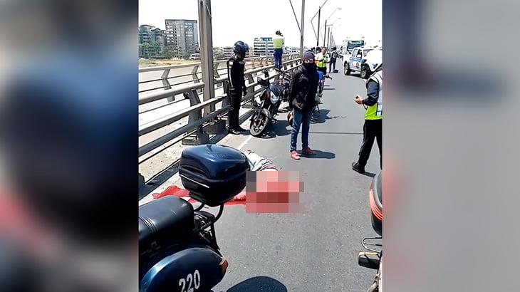 【閲覧注意】道路標識と衝突して首を切断されてしまったバイカーの死体映像。