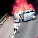 横転して炎上した車からなんとか脱出できた事故映像。