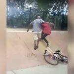 娘の自転車を盗んだ男を車で追いかけてボコるお父さんの映像。