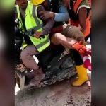 【閲覧注意】右足首切断された男性をバイクに3ケツして搬送する映像。