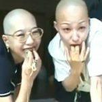 【ゲロ注意】2人の日本人女性がお互いに麺を吐きまくる映像。