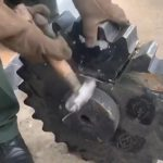 鉄の歯車の中から70kgのマリファナが発見された映像。
