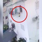 2歳の男の子が3階の窓から転落して死んでしまう映像。
