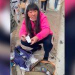 廃棄された使用済みマスクを転売する中国人女の映像。