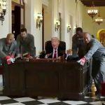 トランプ大統領の退任を皮肉ったパロディー映像。