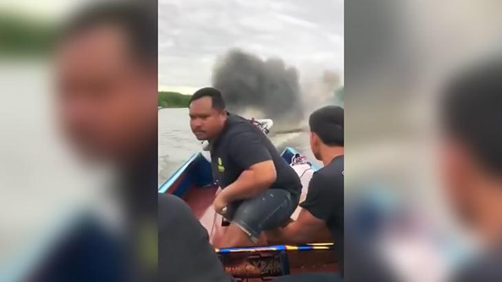 ターボエンジン搭載の超高速ボートの映像。