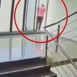 12階の高さから飛び降り自殺した男性の映像。