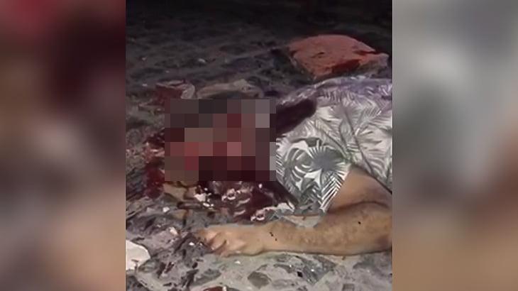【閲覧注意】石で頭を潰されて殺された男の死体映像。