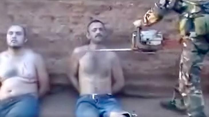 【超!閲覧注意】ライバルギャングの男の首をチェーンソーで切断するグロ動画。