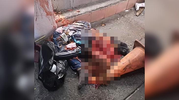 【閲覧注意】バックで突っ込んできた車に潰されてグチャグチャになってしまった女性の映像。