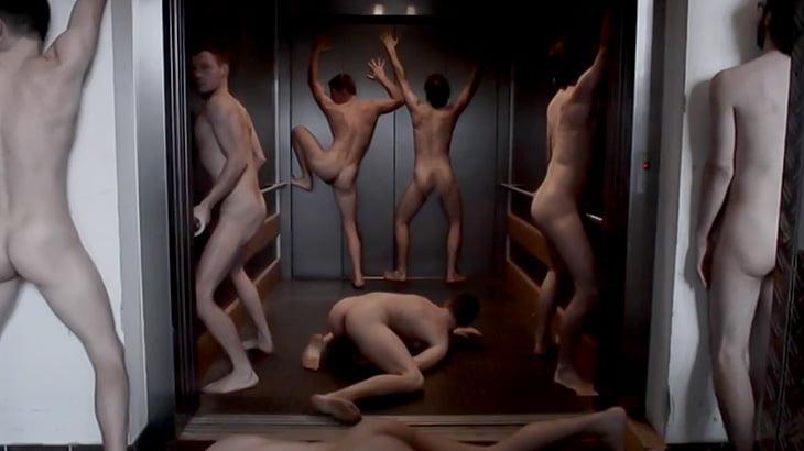 全裸の男たちがいろんな場所で腰を振るだけの映像。
