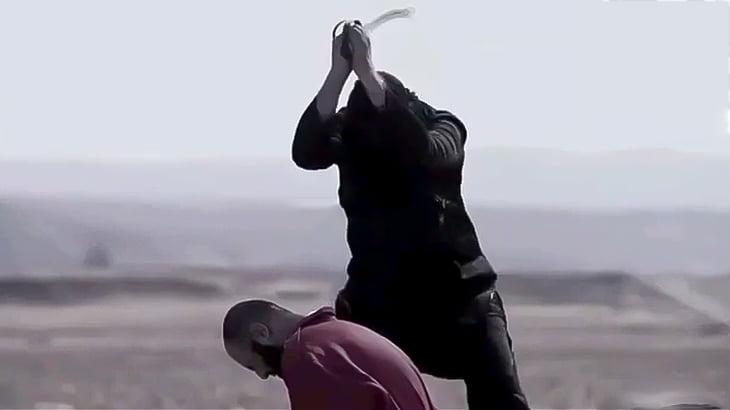 【閲覧注意】ISISが捕虜の首を一刀両断する高画質グロ動画。