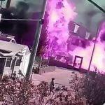ガスを積んだトラックからガスが漏れ出して辺り一面に火柱が上がる映像。