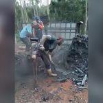 右脚を失った男が松葉杖をつきながら仕事する映像。