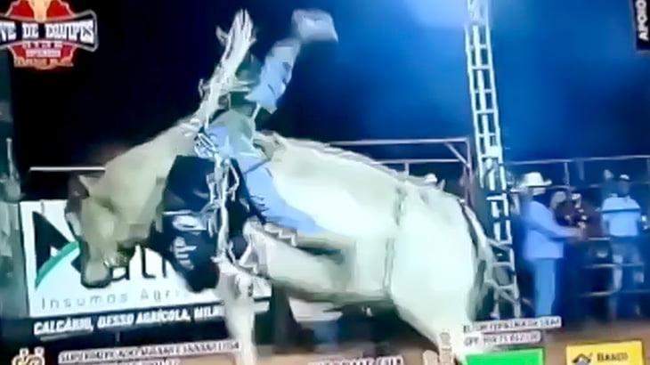 【閲覧注意】ロデオ中に振り落とされて金玉を牛に踏み潰されてしまった男の映像