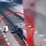 酔っ払った男が転落して駅のホームと電車の間に挟まれてぐるぐる回る映像