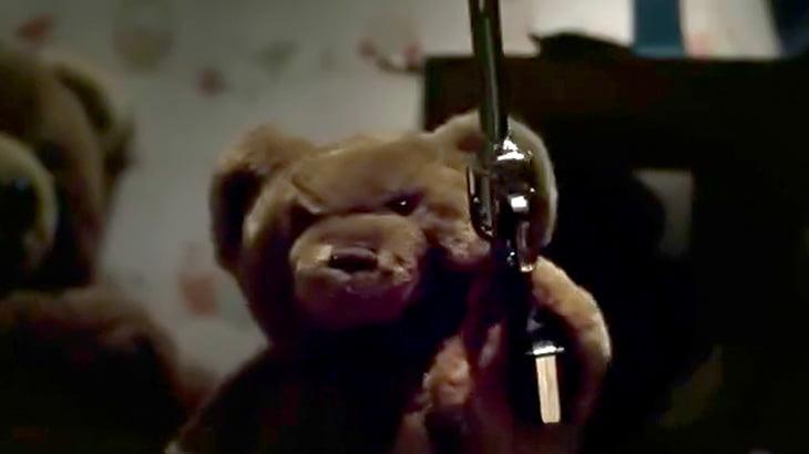 【微閲覧注意】テディベアが他のぬいぐるみ達を残虐に殺しまくるショートフィルム