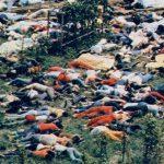 新興宗教団体の信者900人が集団自殺した死体画像