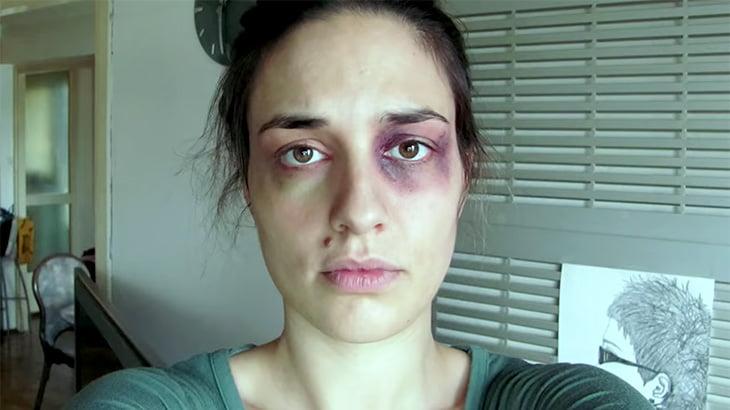 日常的にDVを受ける女性が1日1枚自分の顔を撮影してつなぎ合わせた映像