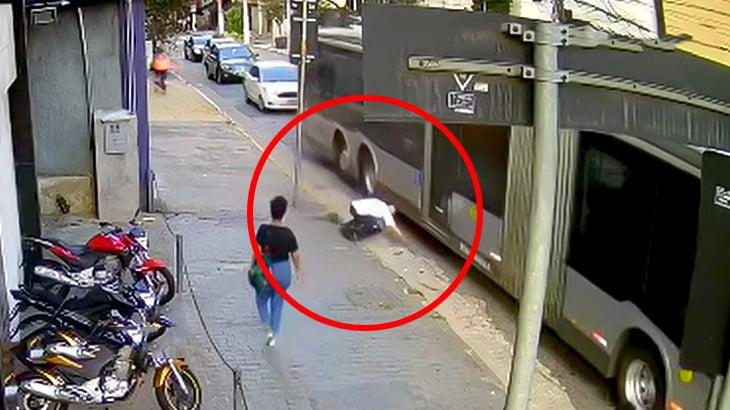 【閲覧注意】走り出したバスの下に滑り込んで頭を潰されて自殺した男(動画)