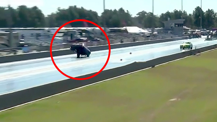 【動画】ドラッグレースの車、わりと空を飛べてしまう。