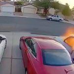 ガス漏れした車が突然爆発する動画2本。