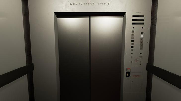 【閲覧注意】エレベーターに身体を引き裂かれた男の死体映像。