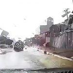 【動画】目の前で発生した竜巻から間一髪回避できた車載カメラ映像